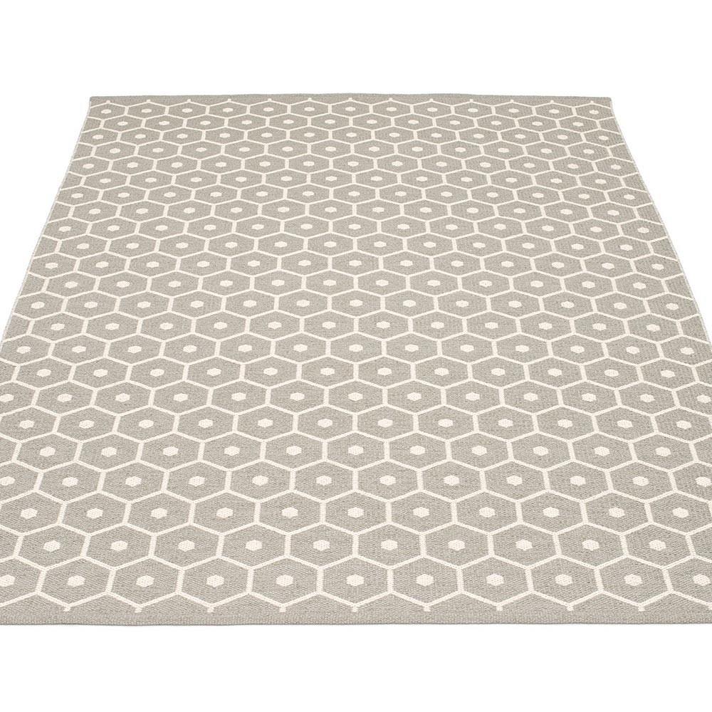 Pappelina honey large rug warm grey hus hem for Warm rugs