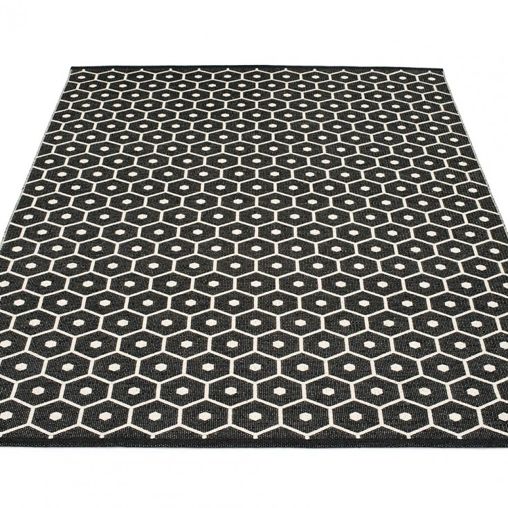 Pappelina Honey Large Rug - Black