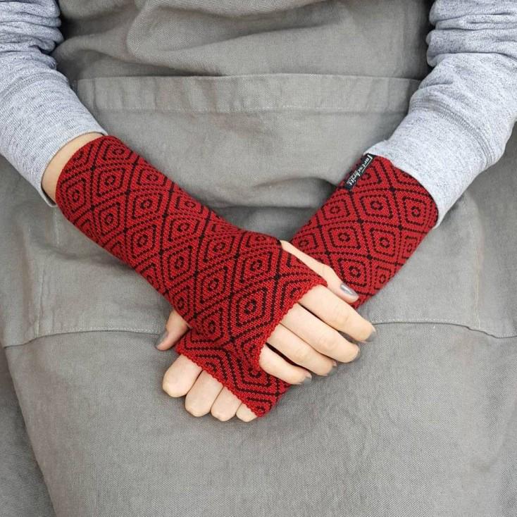 Wool Wristwarmers - Red Rhomboid