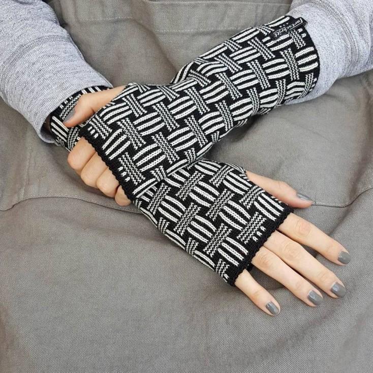 Wool Wristwarmers - White Basket