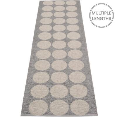 Pappelina Hugo Runner - Granit Metallic 70 x 240 cm