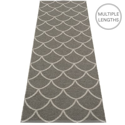 Pappelina Charcoal : Warm Grey Kotte Runner - 70 x 225 cm