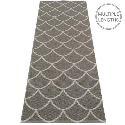 Pappelina Charcoal : Warm Grey Kotte Runner - 70 x 225 cm